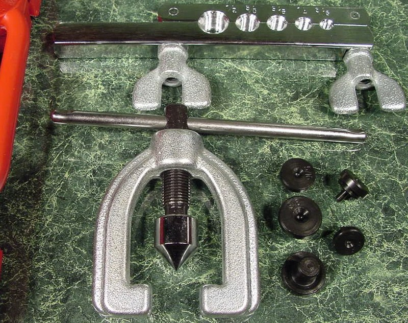DOUBLE FLARING TOOL KIT SAE