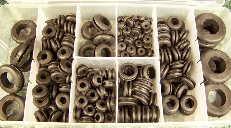 180pc RUBBER GROMMET ASSORTMENT